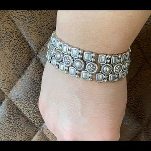 Silver color bracelet with flowers
